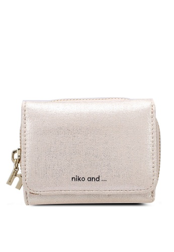 niko and ... beige Trifold Wallet A2BC4AC358F479GS_1
