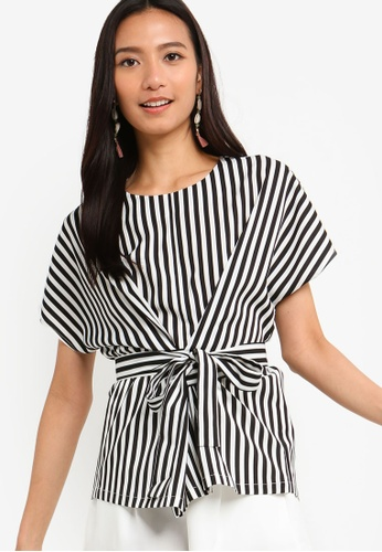 ZALORA 黑色 and 白色 Wrap Tie Detailed Top 1A96CAAC2D414EGS_1