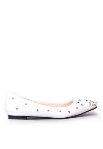 Sunnydaysweety 白色 限量秒殺品 - 型格新款尖鉚釘尖頭平底鞋C12031W SU395SH08ZQPTW_1