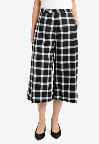 ZALORA black and multi Cropped Pleated Culottes 3D215AA3555634GS_1