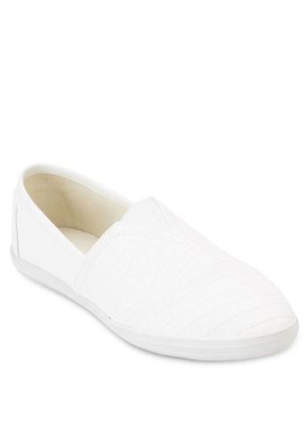 Croc- Embossed Faux Leather Slip Ons、 鞋、 鞋ZALORACroc-EmbossedFauxLeatherSlipOns最新折價