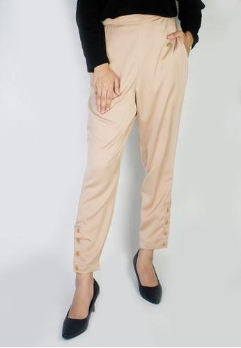 Zaryluq beige Slim Button-Down Pants in Medallion 93B8DAA5F57699GS_1