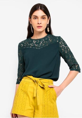 ZALORA 綠色 Lace Panels 3/4 Sleeves Top 41391AACDE3ED0GS_1