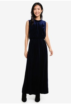 harga Tanne Velvet Maxi Dress Zalora.co.id