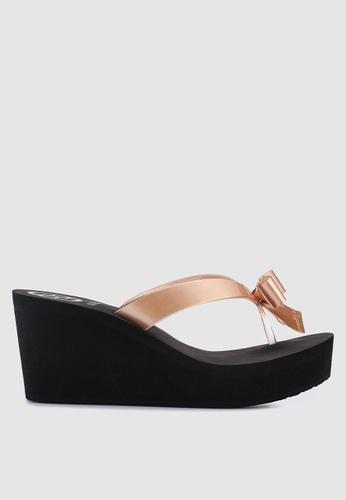 7e134435910509 Buy Guess Siarra Bow Low Wedge Flip Flops Online on ZALORA Singapore