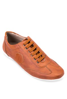 Cai Sneakers