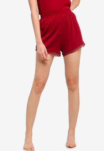 ZALORA BASICS 紅色 Lounge 綢緞& 蕾絲短睡褲 FC81DAA300FD06GS_1