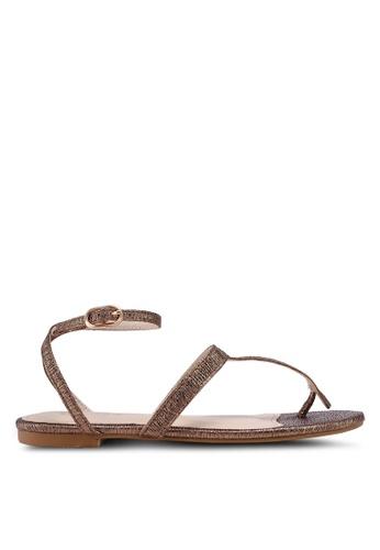 ZALORA gold Textured Metallic T-Bar Sandals 00EECSH059ECB3GS_1