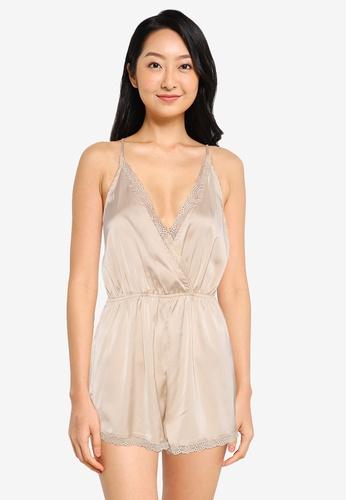 ZALORA BASICS 白色 Lounge 蕾絲滾邊綢緞連身短褲 06957AA4DBD07AGS_1