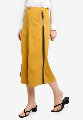 Hopeshow yellow 3/4 Flare Pants with Side Stripes EB7AFAAD0D8362GS_1