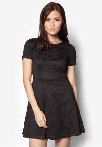 zalora 台灣門市壓紋短袖及膝洋裝, 服飾, 洋裝