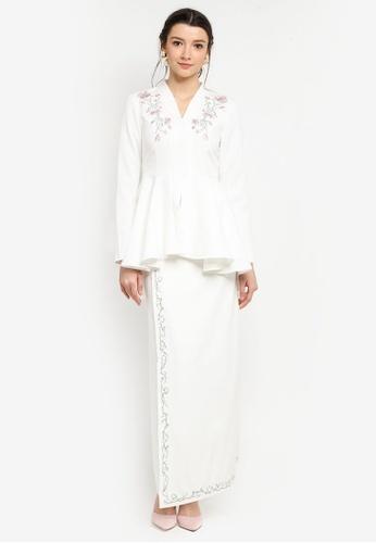 Zalia beige Placement Floral Embroidered Kebaya 7FEEEAAD63AB47GS_1