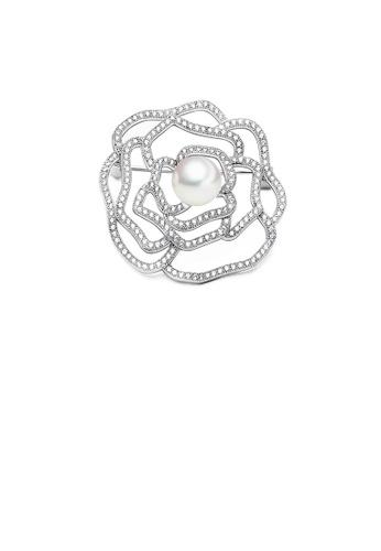 Glamorousky 白色 簡約優雅鏤空花朵仿珍珠胸針配鋯石 92712ACC0CC18EGS_1
