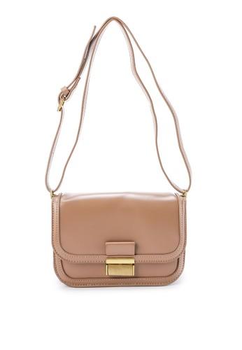 London Berry by HUER beige Icamy Flap Sling Bag 753FFAC1B3D38EGS_1
