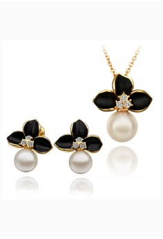 Stacy Gold Pearl Necklace & Earrings Set
