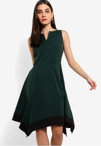 ZALORA 黑色 and 綠色 Colourblock Handkerchief Dress With Notch Details 48BD1AACBF6ABCGS_1