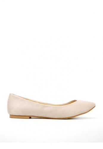 KissXXX 米褐色 時尚心機V型淺口舒適平底休閒鞋 KI603SH09MSATW_1