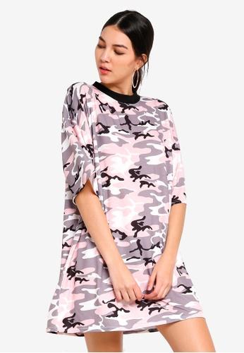 MISSGUIDED 粉紅色 Oversized 迷彩T恤洋裝 C20FBAA475F885GS_1