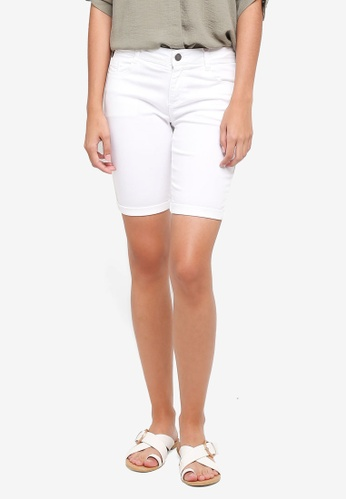 Dorothy Perkins white Petite White Knee Shorts 97319AAC9829C2GS_1