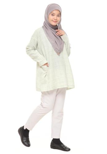 SITI KHADIJAH green Siti Khadijah Linen Checkered Blouse in Green A31BFAAB1819E8GS_1