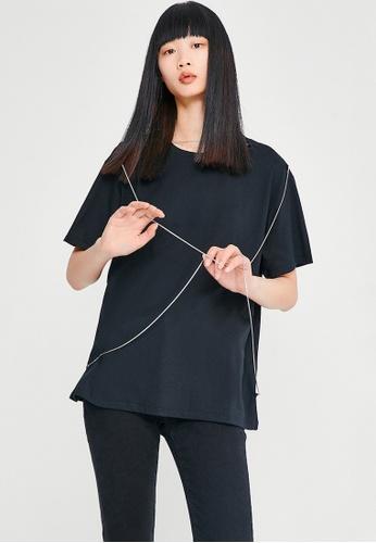 Urban Revivo black Street Crew Neck T-Shirt C96D4AADD50BCEGS_1