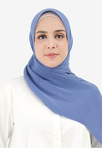 Buttonscarves blue Buttonscarves Everyday Pleated Shawl Riverside BBD71AA6F78E3EGS_1
