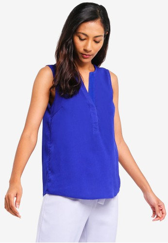 ZALORA BASICS blue Basic V-Neck Sleeveless Top 2459DAA6BD1E45GS_1