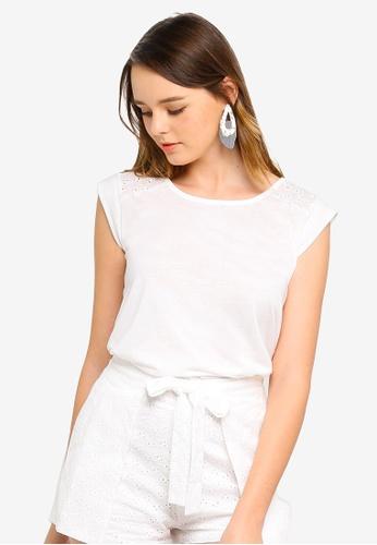 ZALORA 白色 蕾絲鏤空T恤 3CD0FAA7A1FB20GS_1