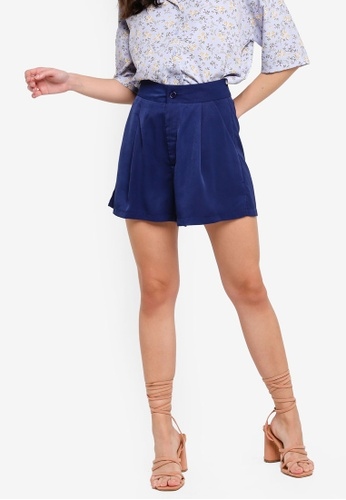 ZALORA 藍色 Front Pleated Shorts With Side Slits CA050AAA57FDF0GS_1