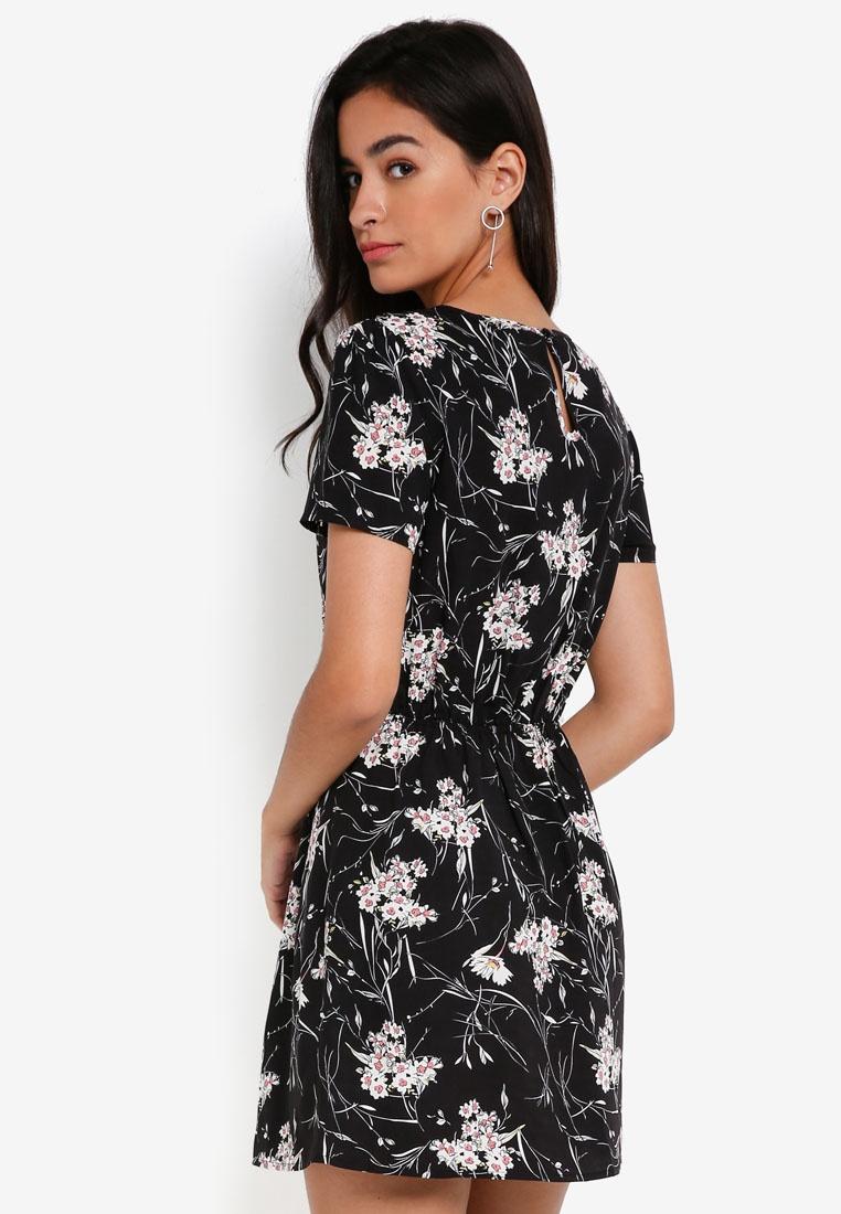 Print Dress Short ZALORA Sleeve Floral Flare Black Fit And 8pxTqxB6