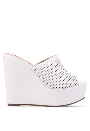 Nose white Perforated Wedges 9517FSHB323C17GS_1