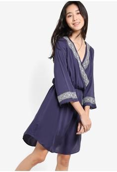 【ZALORA】 Love 圖樣刺繡裹式七分袖連身裙