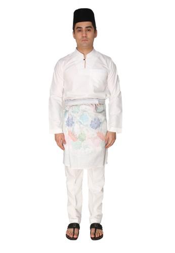 Amar Amran white Baju Melayu Gumbae 4FD16AA7F1A296GS_1