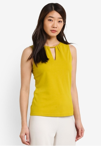 ZALORA green Essential V Neck Detail Fitted Top F3E22ZZ5027421GS_1