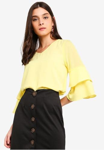 ZALORA yellow Tiered Sleeves V-Neck Top 0B96FAAB50EBF2GS_1