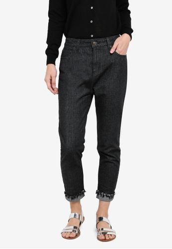 ZALORA black Frayed Hem Slim-Fit Mom Jeans CBFA3ZZBFF6C0BGS_1