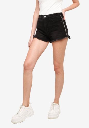 URBAN REVIVO black Casual Denim Shorts FC330AAEC3DBC0GS_1