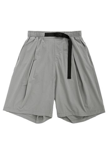 Twenty Eight Shoes Functional Buckle Cargo Shorts 3004S20 FD405AA0CE02C0GS_1