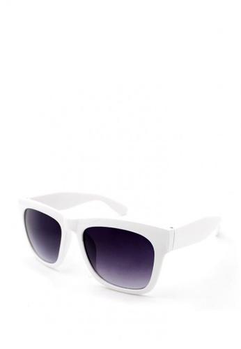 Peculiar and Odd white Oversized Wayfarer 15901 Classic Sunglasses B0FECGL92E35A7GS_1