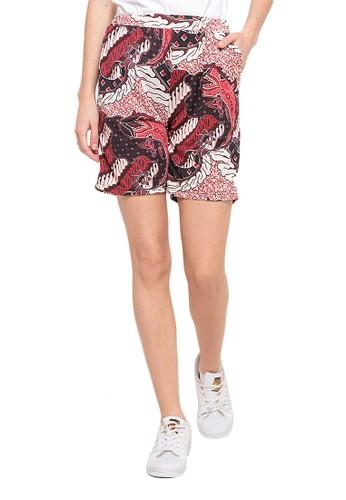 Evernoon red Beardsley Celana Pendek Wanita Motif Batik Design Kasual Regular Fit - Maroon CA4D8AAA29017DGS_1