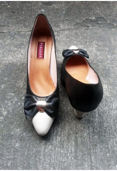 Paragon Amy Genuine Leather Black and Bone Two-toned Closed Shoes