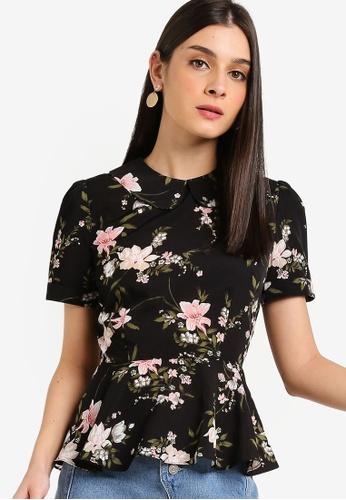 ZALORA 黑色 and 多色 花卉短袖荷葉飾滾邊上衣 DF602AAFAAA2F5GS_1