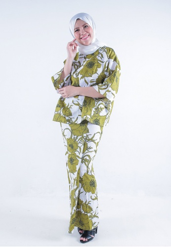 Kaftan Kedah Peony from Secretcode in White and Green