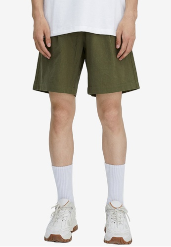 URBAN REVIVO green Fashion Drawstring Shorts 20455AA7412367GS_1