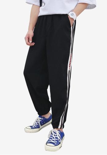 hk-ehunter black Men Mid Rise Side Stripe Sport Cropped Pants 048CEAA14053D8GS_1