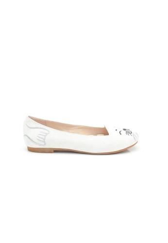 Elisa Litz white Seal Flats  (White) 8D464SH3DAA765GS_1