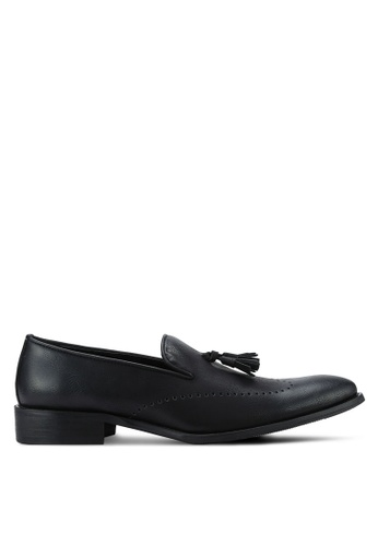 ZALORA black Faux Leather Wingtip Dress Loafers with Tassels 7B86DAA8CD3BB7GS_1