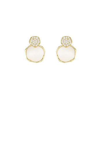 Round Pink Shell Stud Earrings in Gold