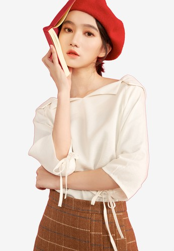 Shopsfashion white Boat Necked Loose Fit Blouse 8C85FAAB87C551GS_1