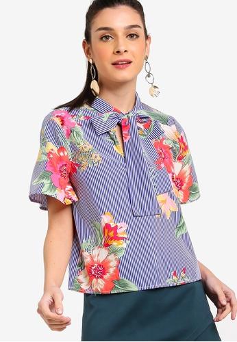 ZALORA 藍色 and 多色 條紋花卉喇叭袖綁帶上衣 0FDF5AAE7A5F07GS_1